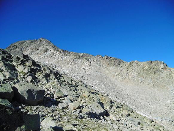 Descente Ouest vers le vallon de gros blocs de granit