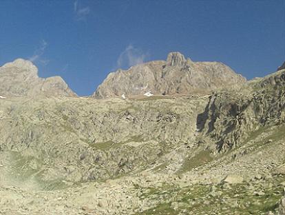 Depuis la Mallata Alta de Argualas, le couloir à remonter sous le Garmo Negro