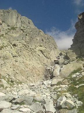 Au-dessus de la Mallata Alta de Argualas, le couloir à remonter