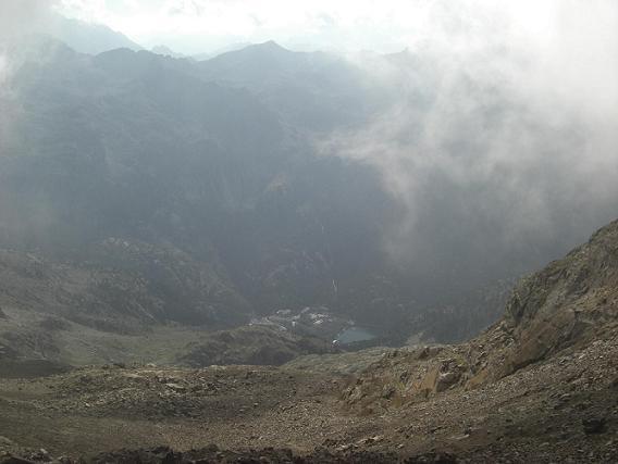 Du le collado de Argualas 2780 m, regard derrière sur le Balneario de Panticosa