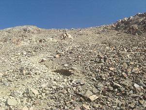 Regard au-dessus vers le sommet du pico de Garmo Negro