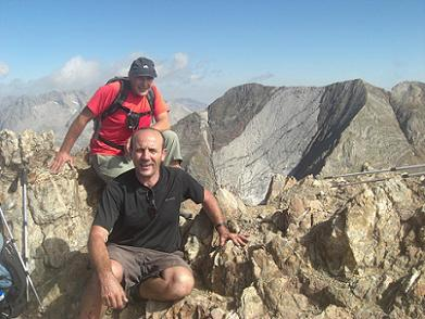 Sommet du pico de Garmo Negro 3051 m, devant les picos del Infierno