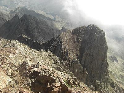 Du sommet du pico de Garmo Negro, la Aguja de Pondiellos