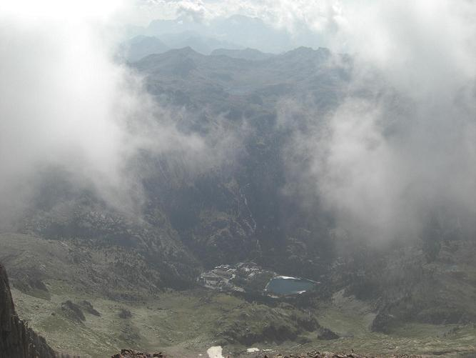 Du sommet du Pico de Garmo Negro, le Balneario de Panticosa
