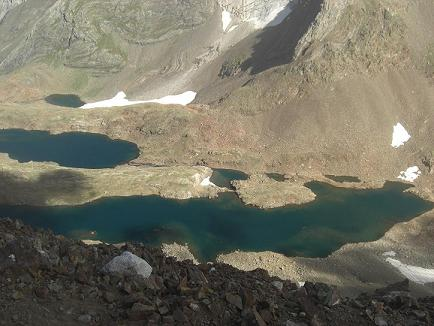 Du sommet du pico de Garmo Negro, les ibones de Pondiellos