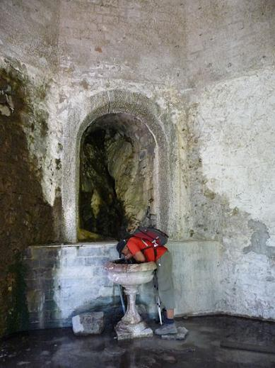Un peu d`eau fraiche dans une source du Balneario de panticosa