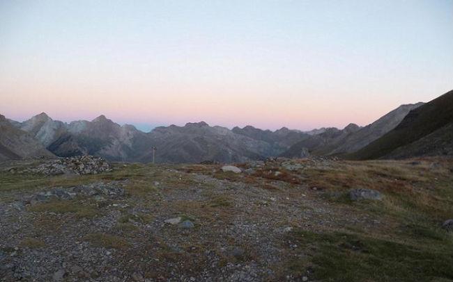 Depuis le Port de Boucharo 2270 m, le versant espagnol avec le massif de la Tendenera