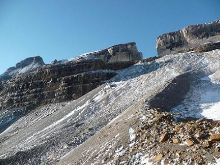 Du refuge des Sarradets ou de la Brèche de Roland 2587 m, Le Casque et la Brèche de Roland