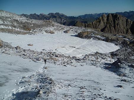 En remontant le glacier de la Brèche, regard derrière