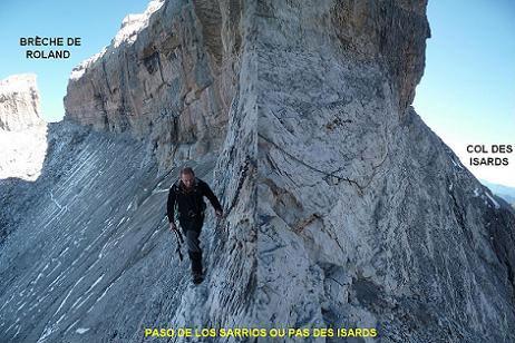 Passage du Paso de los Sarrios ou Pas des Isards, équipé d`une chaîne... de Montagne