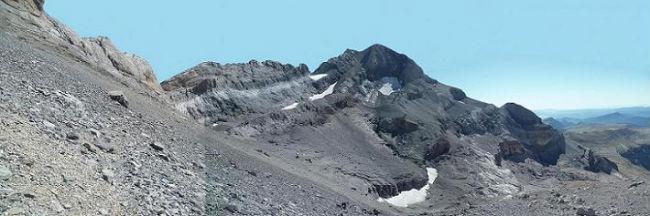 En contournant le Cilindro par une large terrasse inclinée, arrivée face au Monte Perdido