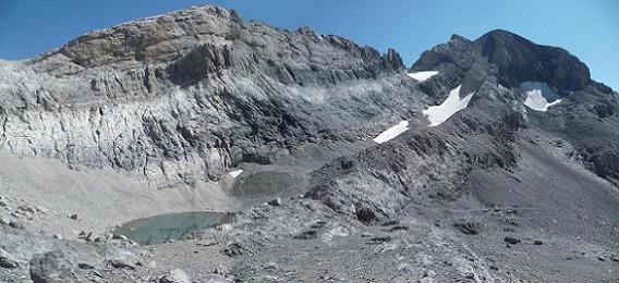 Descente vers le Pequeno Lago Helado, situé à la base du couloir Nord-Ouest du Monte Perdido