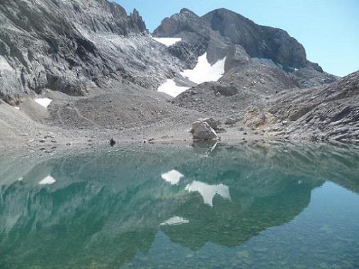 Du Pequeno Lago Helado 2980 m, le Monte Perdido et son couloir Nord-Ouest