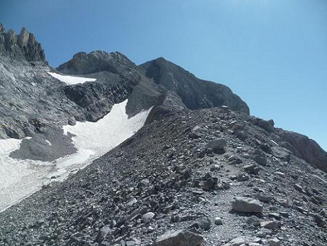 remontée du couloir Nord-Ouest du Monte Perdido, d`abord par sa bordure Occidentale