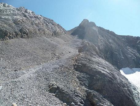 Remontée du haut du couloir Nord-Ouest du Monte Perdido, sur des éboulis croulants