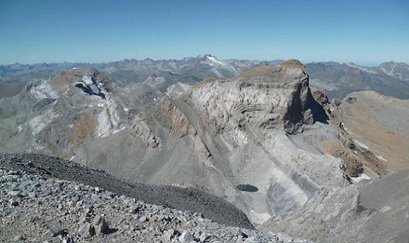 Du sommet du Monte Perdido 3355 m, le Vignemale et le Cilindro