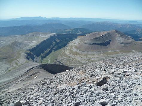 Du sommet du Monte Perdido 3355 m, la vallée ou canyon de Ordesa