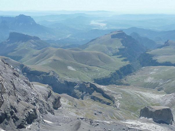 Du sommet du Monte Perdido 3355 m, le canyon de Anisclo