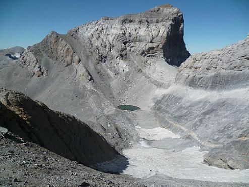 Descente du Monte Perdido, vers le Pequeno Lago Helado, face au Cilindro