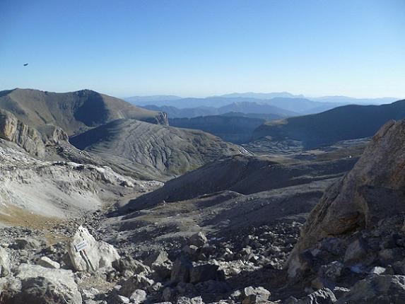 Depuis la Brèche de Roland 2807 m, le versant espagnol