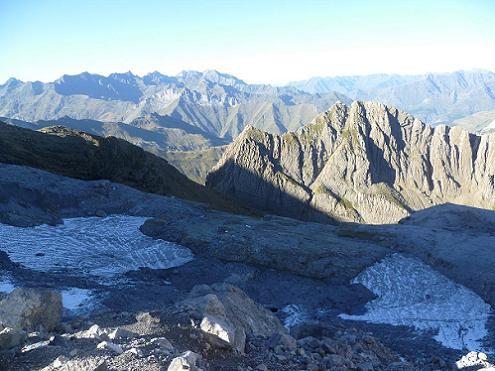 Depuis la Brèche de Roland 2807 m, le versant français